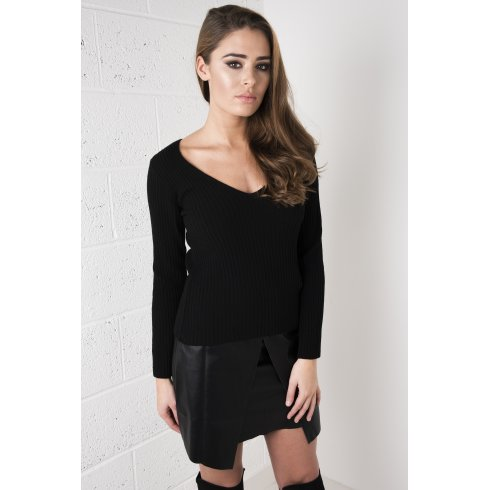 Fitted V-Neck Jumper in Black