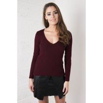 Fitted V-Neck Jumper in Maroon
