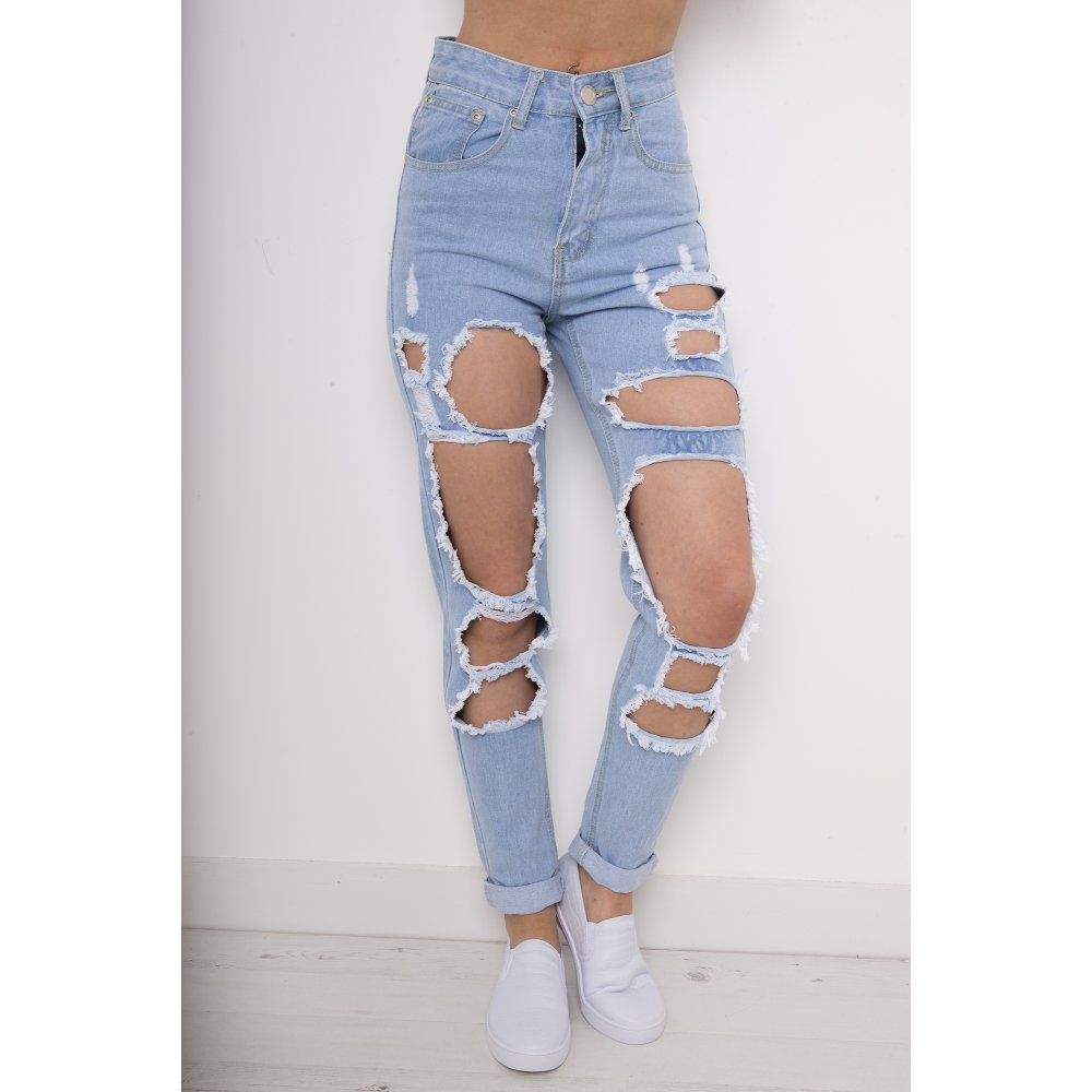 Get ripped with boohoo's staple collection of black ripped jeans - skinny styles can be dressed up or down while high waisted mom jeans with rips at the knee bring the vintage vibes.